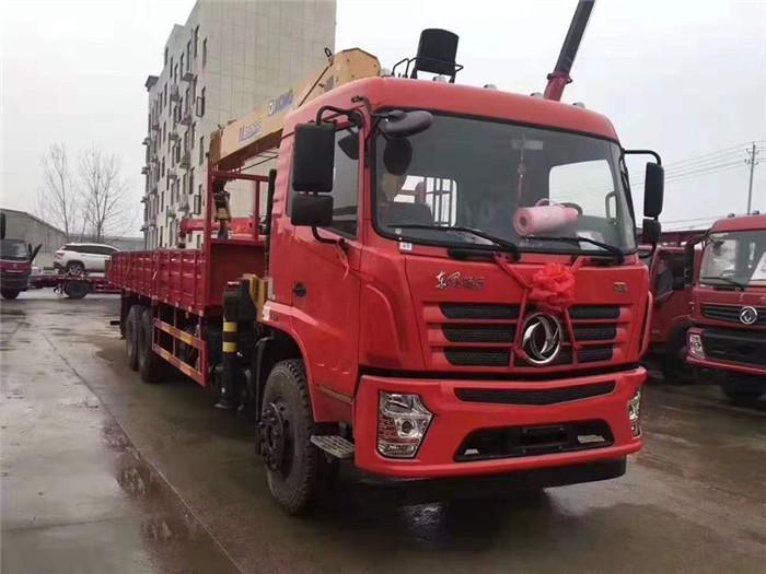 翟老板订购的东风D3后八轮徐工12吨随车吊