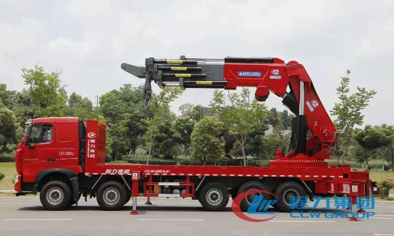 程力重汽豪沃120吨汽车起重机